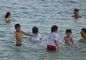 kids playing at sanur beach